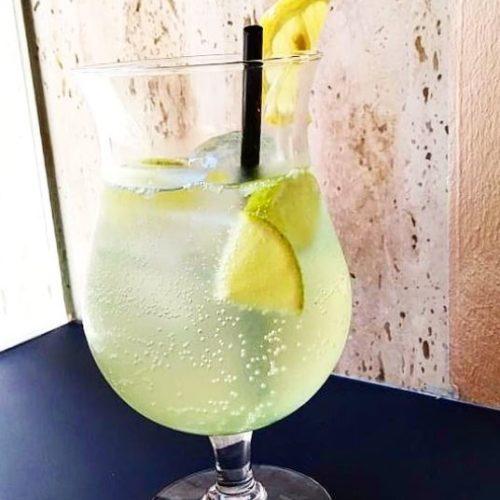 Limonada con sirope casero de hierbabuena